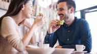 Pacar Ngaku Tak Lapar Tapi Sering Nyomot Makanan? Bawa Saja ke Resto Ini