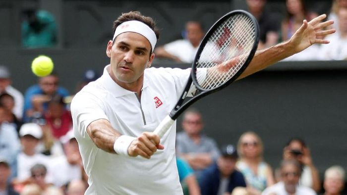 Roger Federer harus main empat set di babak pertama Wimbledon 2019 (Foto: Carl Recine/Reuters)