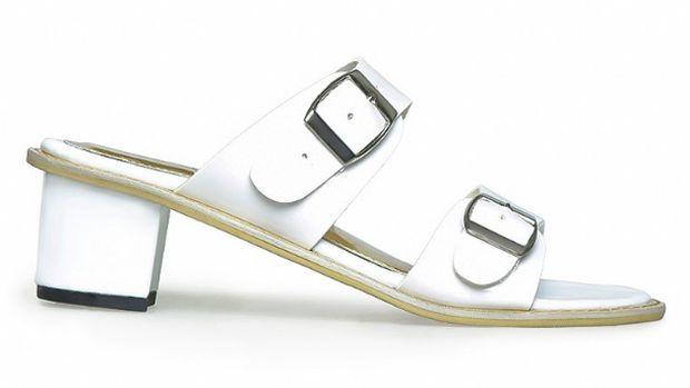 Opsi Sandal Jepit Hak Tinggi yang Dipakai Selebgram Hingga Kim Kardashian