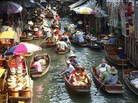 Pasar terapung di Thailand