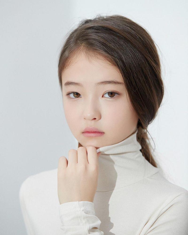 Ella merupakan model cilik keturuan Amerika-Korea. Paras cantiknya membuat Ella mendapat kontrak untuk iklan es krim yang kini jadi kontroversi karena dinilai promosikan imej seksual. (ellagross/Instagram)