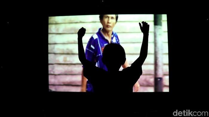 Keberadaan bioskop rakyat memberikan angin segar bagi warga di pinggiran kota Jakarta. Hiburan murah meriah ini tentunya disambut baik masyarakat.