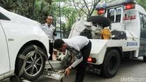 Parkir Sembarangan, Belasan Mobil Diderek Dishub