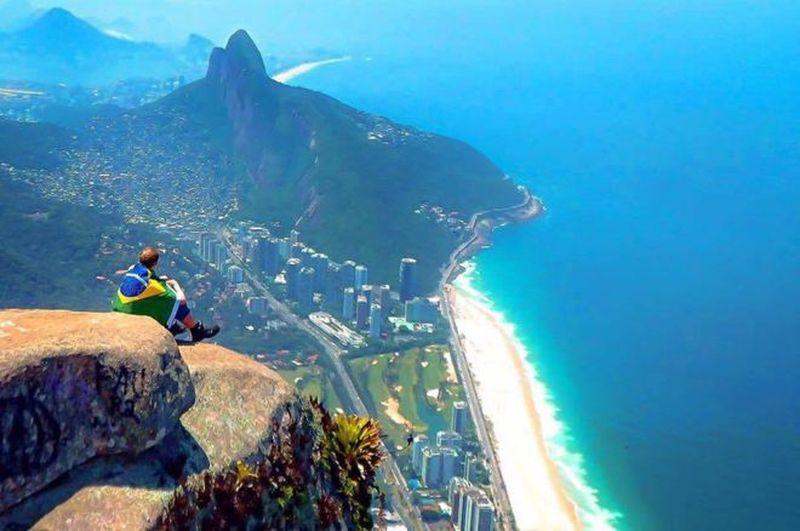 Setelah sadar dari mabuk, Jamie berencana untuk tetap terbang ke Brasil. Hasilnya, ia malah ketagihan. (Jamie Ather/BBC)