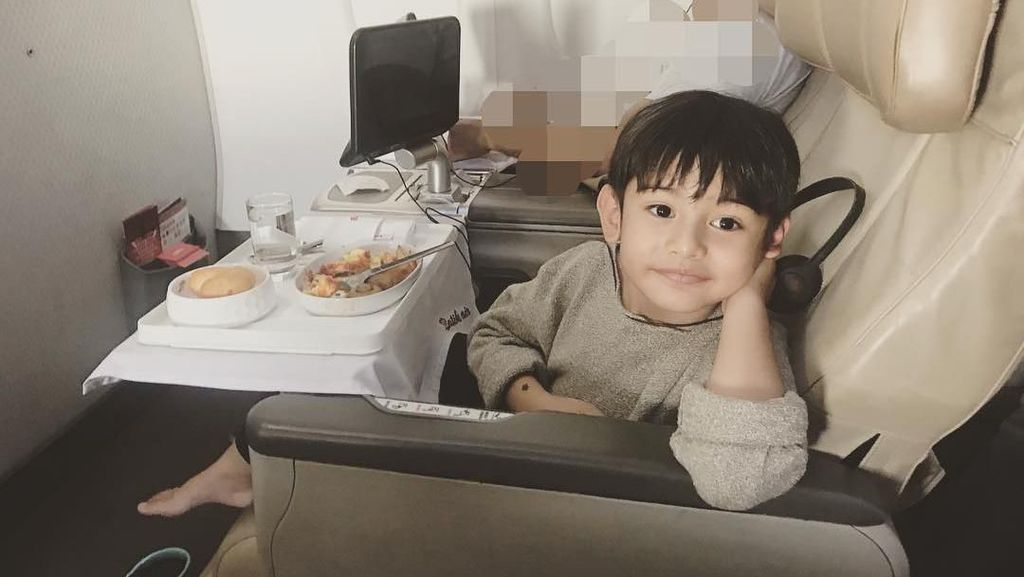 Yuk! Intip Momen Kulineran King Faaz, Anak Ganteng Fairuz