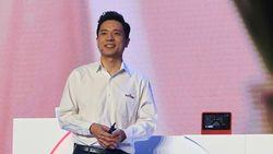CEO Google-nya China Disiram Air Saat Manggung