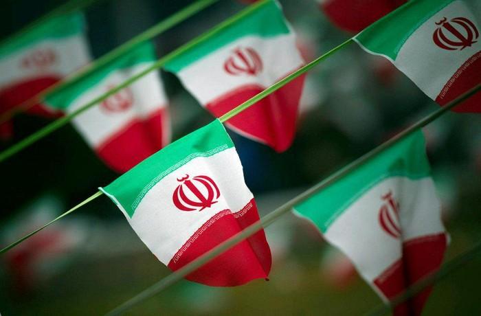 Foto ilustrasi: Bendera Iran (REUTERS/Morteza Nikoubazl)