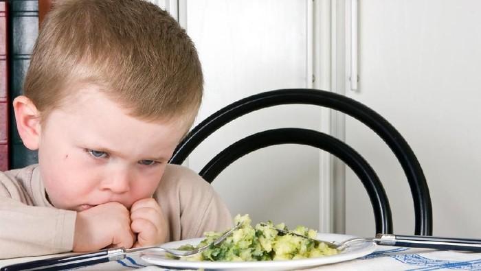 Kondisi genetik membuat seorang bocah laki-laki kesulitan makan. (Foto: iStock)