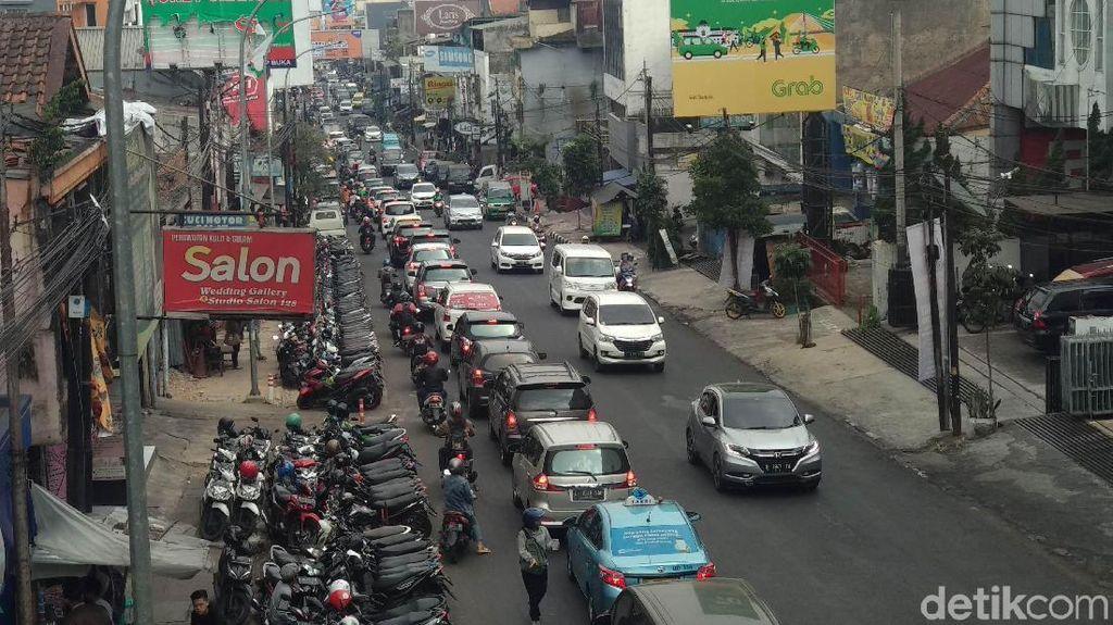 Sukajadi-Setiabudi Bandung Satu Arah, Parkir Liar Jadi Perhatian