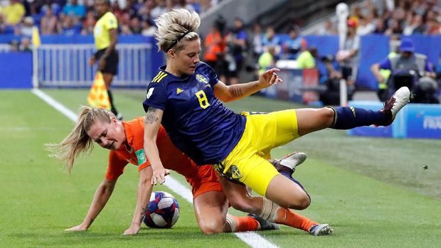 Pertandingan Belanda vs Swedia berlangsung cukup keras.
