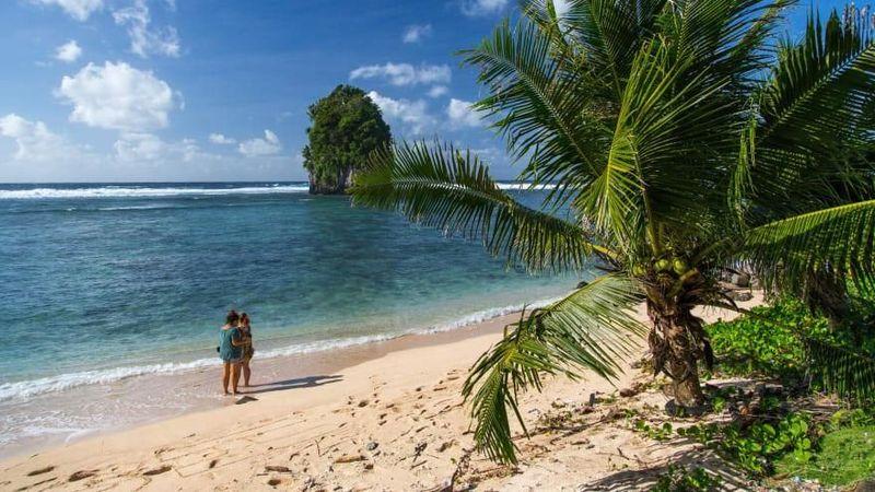 Dari Pulau Saipan ke Pelabuhan Pago Pago Samoa Amerika, klaim teritorial Amerika Serikat tersebar di seluruh dunia. Hutan hujan hijau yang rimbun ada di pulau-pulau dengan sisi curam di Samoa Amerika ini (CNN)