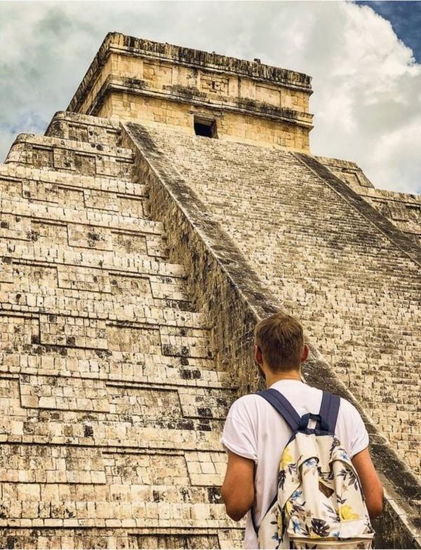Mimpinya adalah merampungkan perjalanan ke Seven Wonders of The World. Inilah Jamie di Chichen Itza Yucatan di Mexico. (Jamie Ather/BBC)