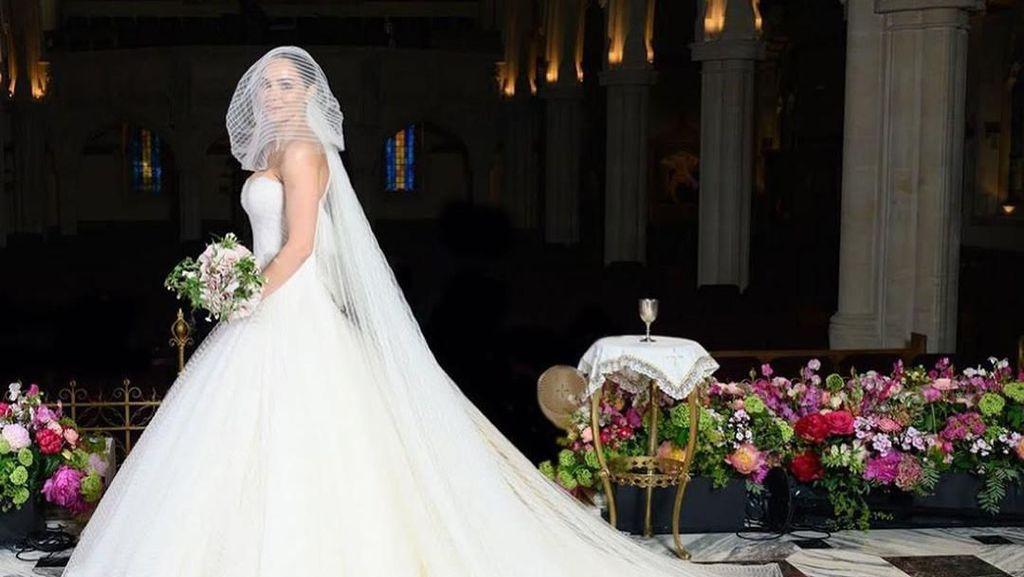 Katharine McPhee Pamer Kemesraan saat Dinikahi Suami yang Beda Usia 34 Tahun