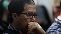 Begini ekspresi Joko Driyono saat menjalani sidang tuntutan di Pengadilan Negeri Jakarta Selatan, Jl Ampera Raya, Kamis (4/7/2019).