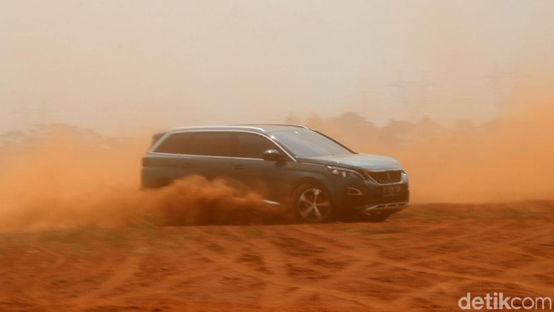 Peugeot 5008 Foto: Dadan Kuswaraharja