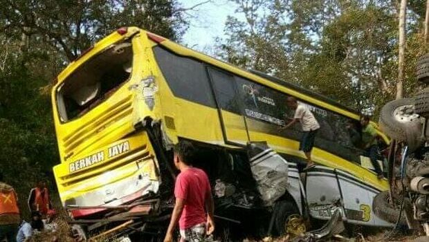 6 Kendaraan Kecelakaan Karambol di Situbondo, 1 Orang Tewas
