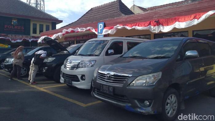 KPK Sita 4 Mobil Terkait TPPU Bupati Mojokerto Nonaktif/Foto: Enggran Eko Budianto