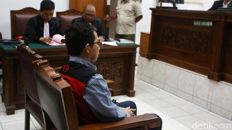 Ekspresi Joko Driyono Usai Dituntut 2,5 Tahun Penjara
