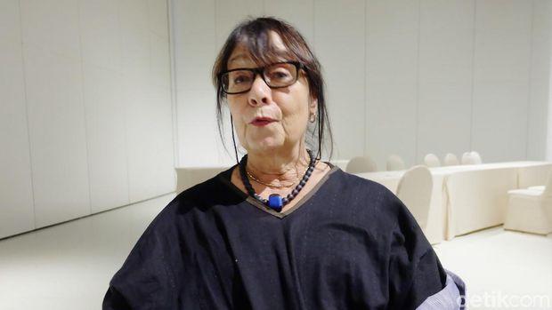 Penulis naskah dan dramaturg, Rhoda Grauer