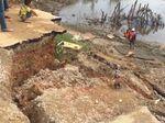 Sopir Truk Merugi Gegara Jalur Trans Sulawesi Ditutup