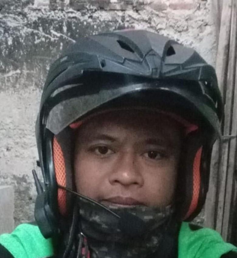 Ojol pakai intercom di helm. Foto: dok. Darmawan Septian/Istimewa