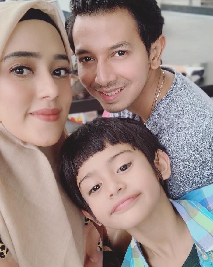 King Faaz lahir pada tahun 2012 dan merupakan anak sulung Fairuz. Faaz pun begitu dengan sang ibu dan ayahnya, Sonny Septian. Foto: Instagram kingfaazarafiqreal