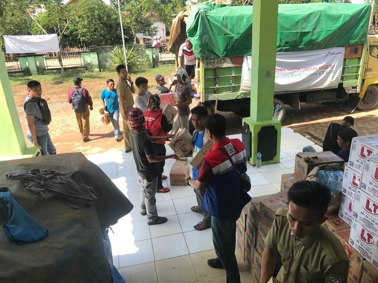 Pertamina Serahkan Bantuan BUMN Rp 2 M untuk Korban Banjir Konawe