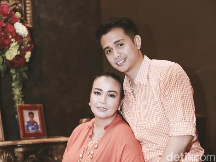 Ajun dan Jennifer Jill saat idtemui di kediamannya di Ancol.