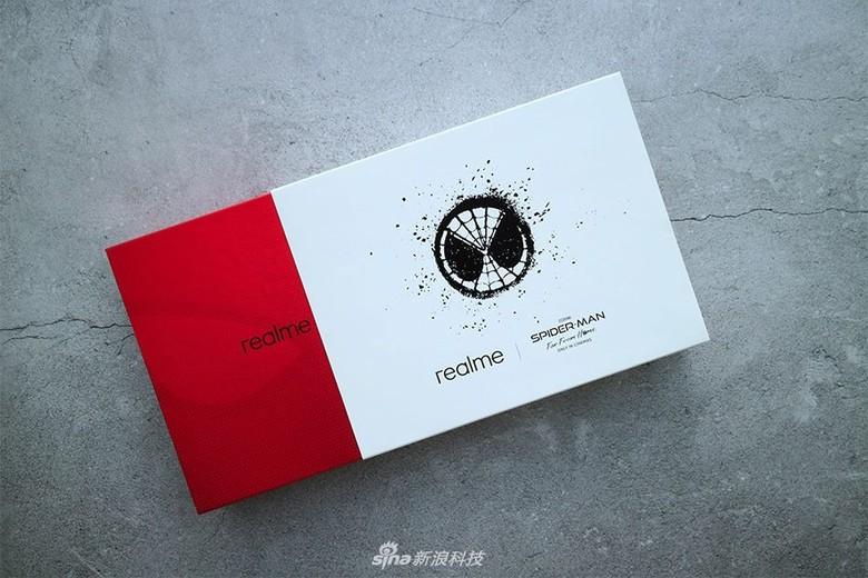 Kotak kemasan Realme X edisi Spider-Man: Far From Home. Foto: Sina Mobile