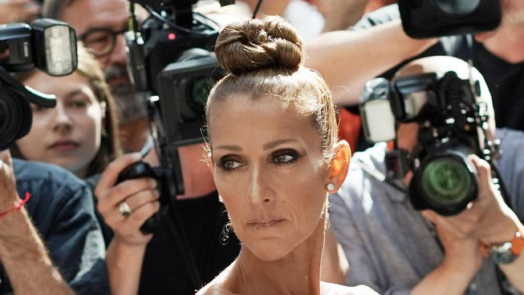 Pamer Tubuh Kurus, Celine Dion Curi Perhatian di Paris Fashion Week
