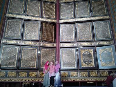 Seperti Inilah Al Quran Raksasa