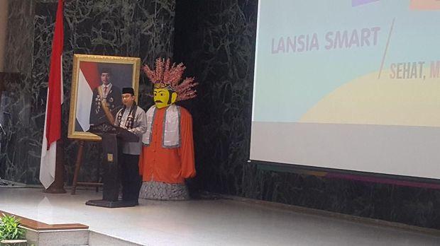 Anies mengatakan kartu Jakarta lansia dapat membantu secara ekonomi para orang tua agar bisa digunakan untuk kebutuhan sehari-hari.