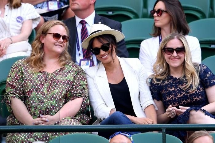 Momen Meghan Markle nonton Wimbledon bersama dua temannya di area Royal Box. Foto: Getty Images