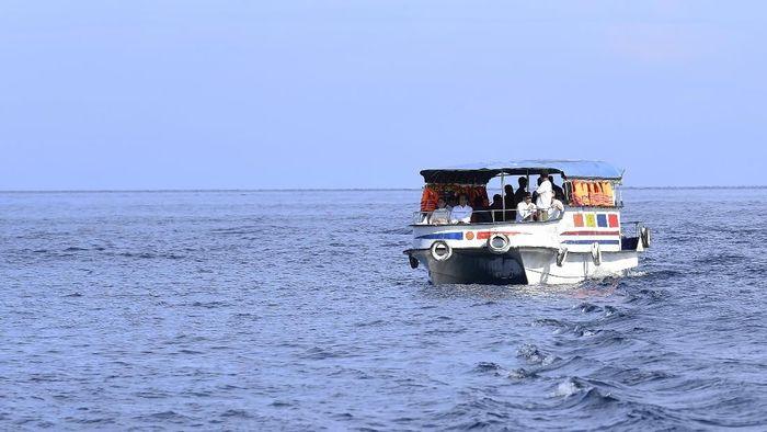Presiden Joko Widodo mengawali kegiatan di Sulawesi Utara dengan menyambangi kawasan wisata laut Taman Nasional Bunaken. Sejumlah menteri turut dampingi Jokowi.