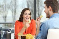 Terungkap! Jatuh Cinta Bikin Rasa Makanan Lebih Manis