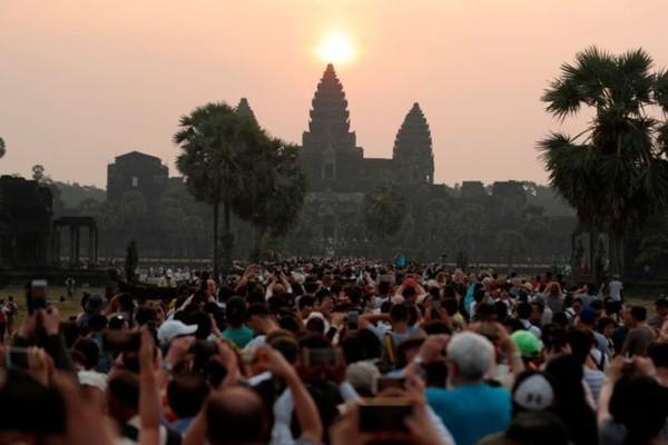Wat Angkor mewakili Vietnam sebagai tempat wisata sunset populer turis. (AFP)
