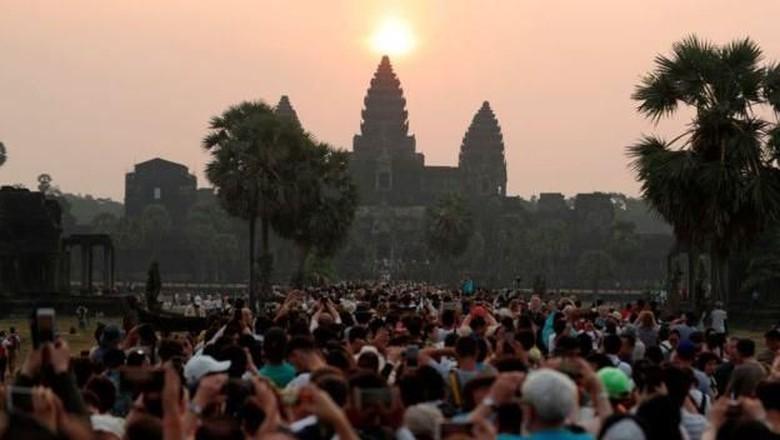 Wat Angkor kelebihan turis (AFP)