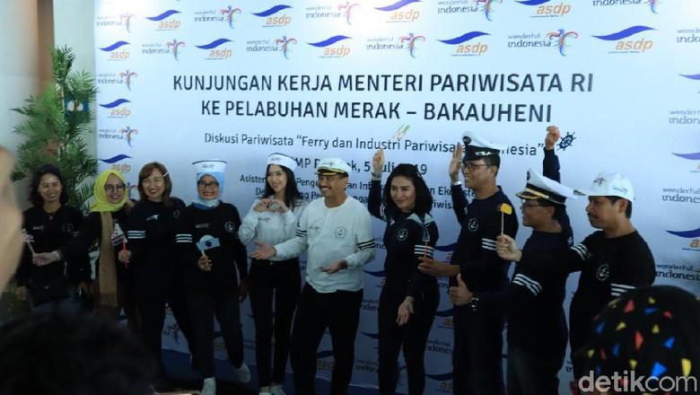 Foto: Menpar Arief Yahya (tengah) di Cilegon (Randy/detikcom)