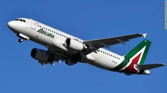Ilustrasi pesawat dari maskapai nasional Italia, Alitalia