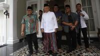 Cak Imin mengatakan, topik-topik pembicaraan yang akan dibahas dalam pertemuannya dengan Maruf tak jauh berbeda dengan yang dibicarakannya saat bertemu dengan Jokowi beberapa waktu lalu.