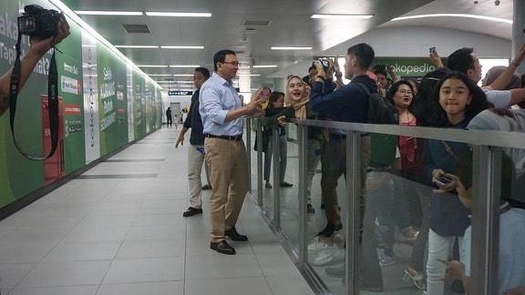 Ngevlog, Ahok Puji MRT Jakarta Lebih Bagus dari di Luar Negeri
