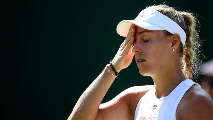 Juara bertahan Wimbledon, Angelique Kerber, tersingkir di babak kedua (Foto: Carl Recine/Reuters)