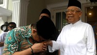 Begini momen saat Cak Imin cium tangan Maruf Amin di kediamannya di Rumah Situbondo, Menteng, Jakarta Pusat, Jumat (5/7/2019).