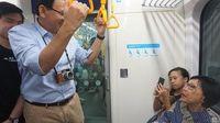 Ahok saat naik MRT /
