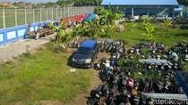 KPK Titipkan 10 Truk dan 4 Mobil Sitaan Kasus Bupati Mojokerto Nonaktif