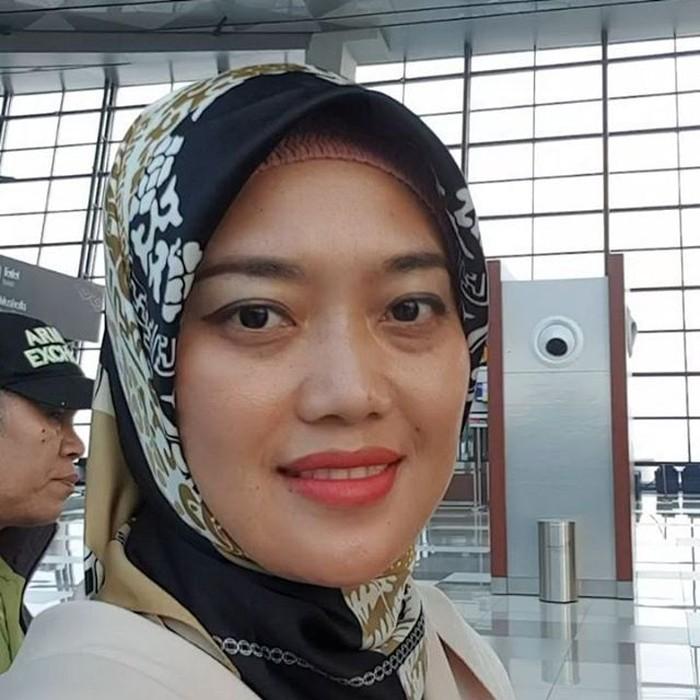 Lewat instagramnya @noenia_ch, Nunik kerap mengunggah banyak foto kulineran. Wanita asli Lampung ini terlihat sebagai sosok yang ramah dan dekat dengan warga. Foto: instagram @noenia_ch