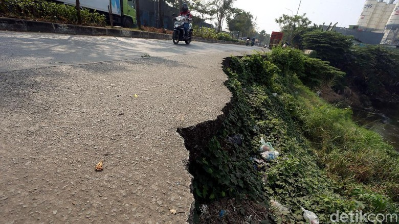 Duh, Tanggul di Jl Cipendawa Bekasi Kok Belum Diperbaiki?