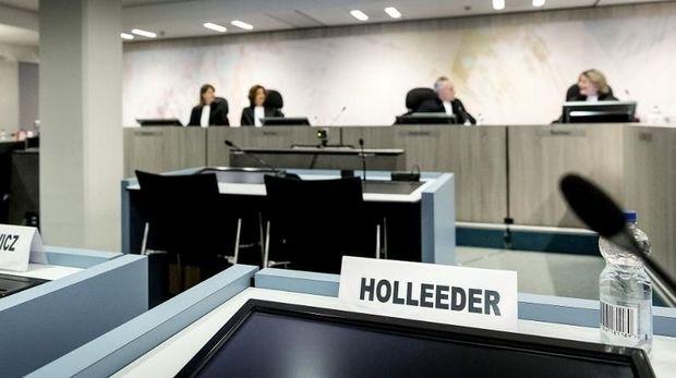 Situasi saat sidang putusan bos gangster Belanda, Willem Holleeder, di Amsterdam