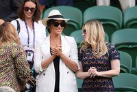 Meghan Markle saat menyaksikan Serena Williams di Wimbledon 2019.