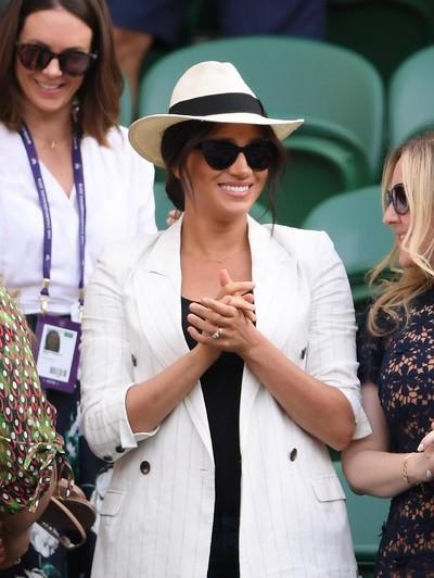 Meghan Markle saat hadir di Kejuaraan Wimbledon 2019. Foto: Getty Images